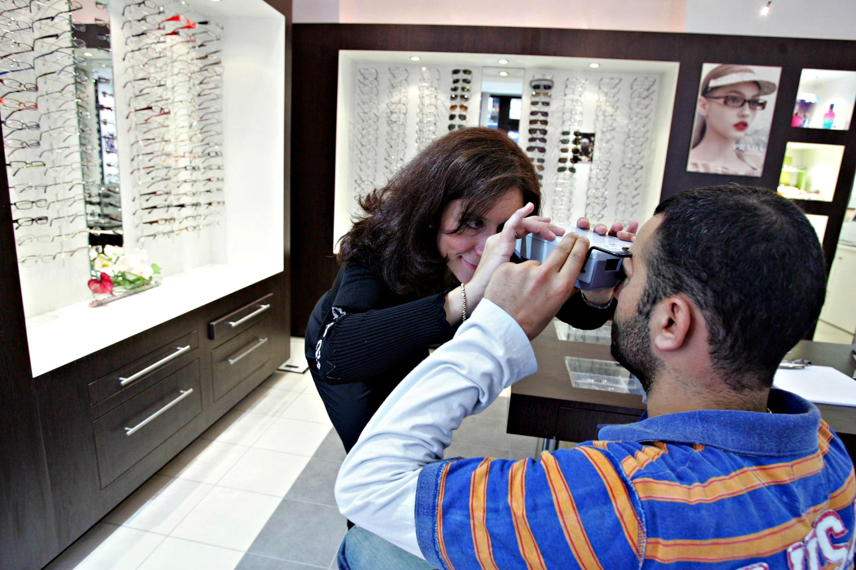 Boutique Optique 26 - Paris - Message In A Window