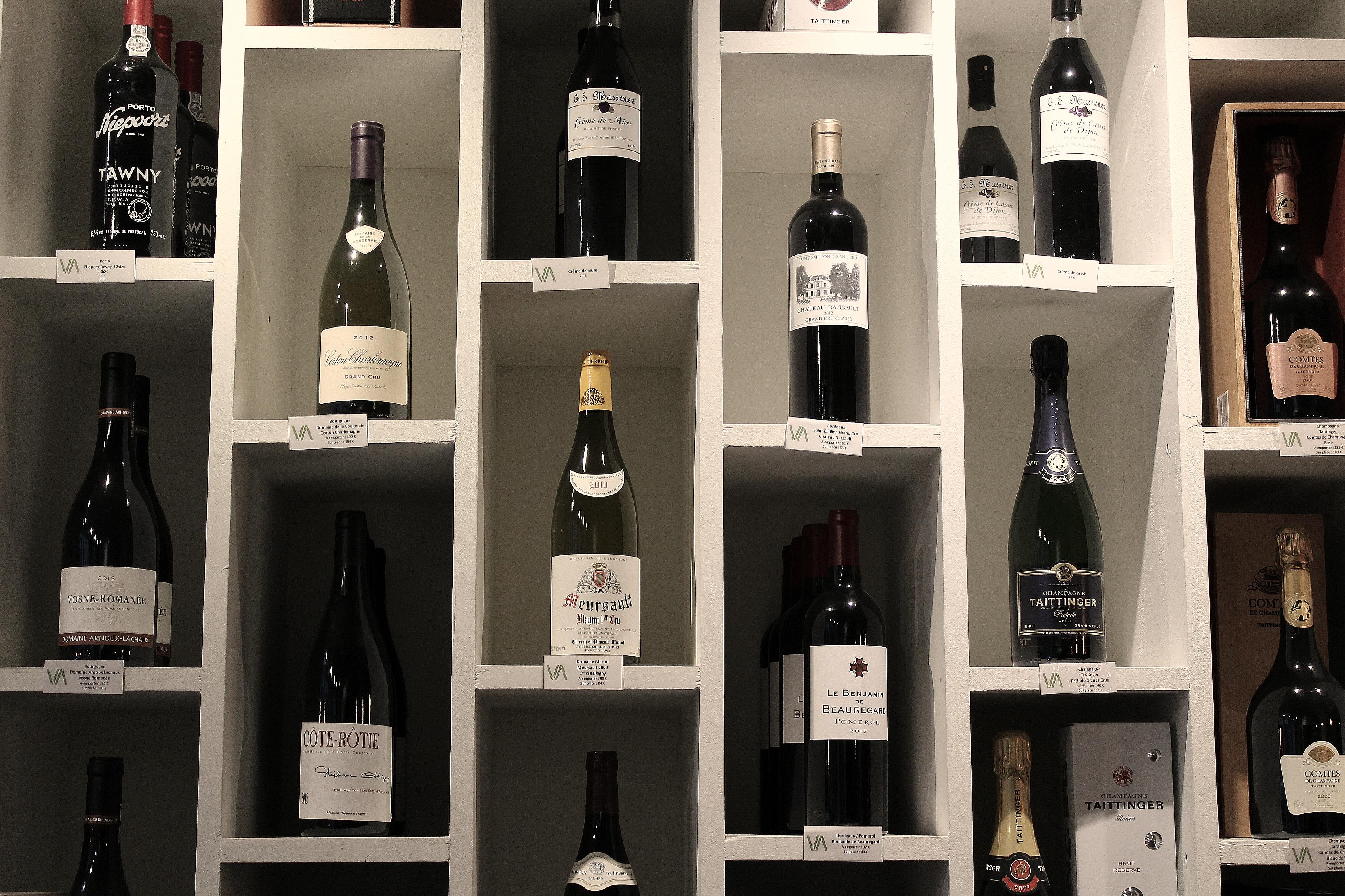 Aux Vents des Vignes - Paris - Message In A Window