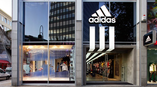 Adidas, flagship New York - Message In A Window