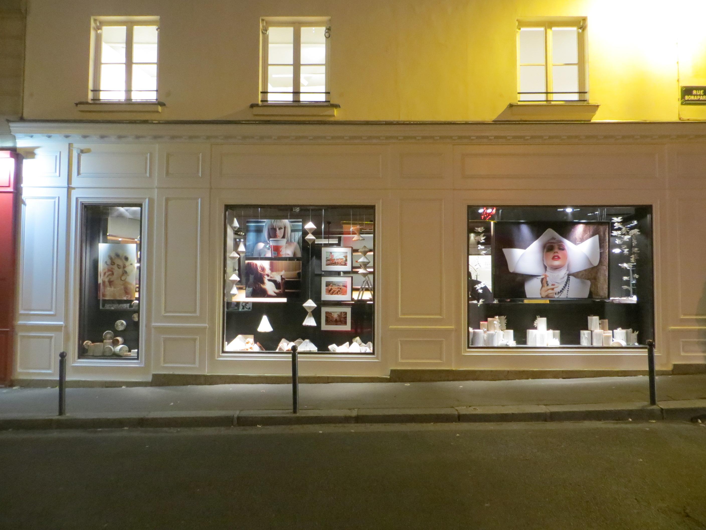 Vitrines d'ouverture de la librairie - Galerie d'art La Hune - YellowKorner à Saint Germain